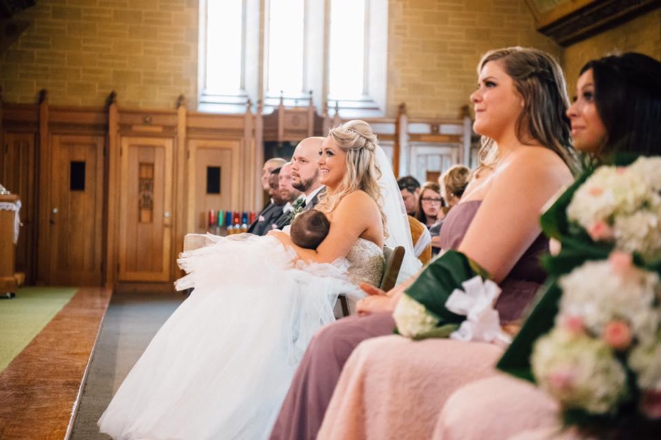 szoptatás esküvő közben