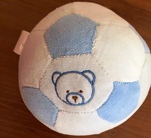 Baby Bruin fejlesztő csörgő plüss labda, 12,5 cm átmérő