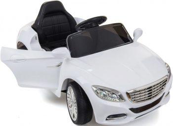 Fehér elektromos sportautó távirányítóval