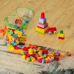 Műanyag építőkockák átlátszó, henger alakú tasakban - 210 darabos készlet